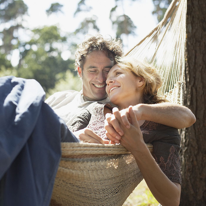 couple_hammock_square